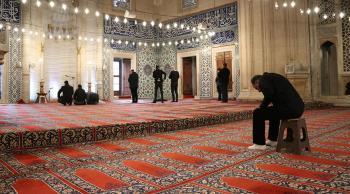 وزير الاوقاف: لا تعليمات لمنع الكراسي في المساجد