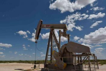 هبوط النفط بعد زيادة مفاجئة للمخزونات الأمريكية