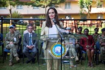 أنجلينا جولي تلتقي لاجئات من ضحايا العنف