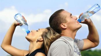 4 أسباب تجعلك تشعر بالعطش طوال الوقت