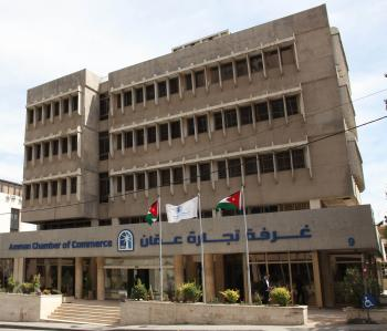 تجارة عمان تطالب بتخفيض الأعباء الضريبية على التجارة التقليدية