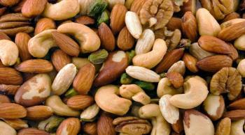 لماذا يجب أن نأكل المكسرات كوجبات خفيفة يومية؟