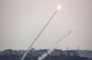 رشقات صاروخية صوب غلاف غزة وعسقلان واسدود