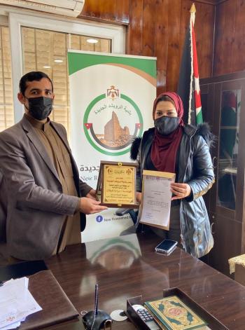 بلدية الرويشد تكرم المهندسة براءة تليلان