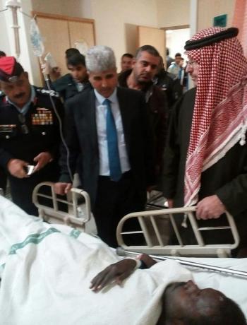 وزير الصحة يزور مصابي حادث الزرقاء (صور)
