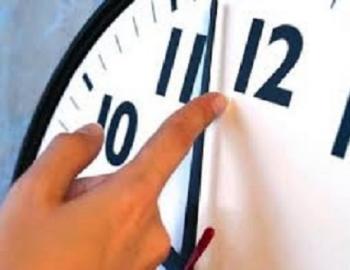اخروا ساعاتكم 60 دقيقة