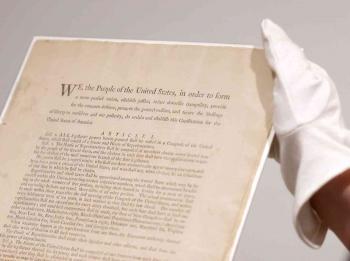 أول دستور أمريكي معروض للبيع
