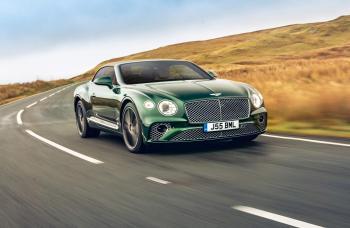 Bentley تطرح خيارات من نسيج التويد لمقصورات كامل مجموعة طرازاتها