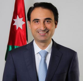 الاهل يهنئون القاضي عمار الحسيني