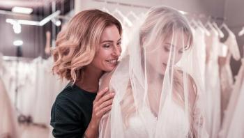 لوالدة العروس: 5 نصائح لتبدو أصغر سناً