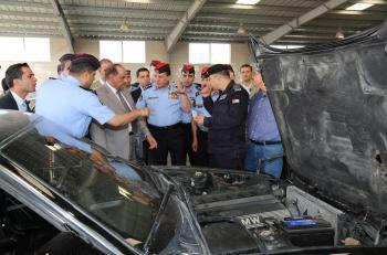 وزير الداخلية يتفقد إدارة ترخيص السواقين والمركبات