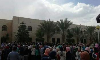 الهاشمية: آلاف الطلبة يطالبون بعودة الرئاسة عن فصل عبيدات