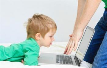 استخدام الأطفال للأجهزة الرقمية يسبب تراجع انجازهم المدرسي
