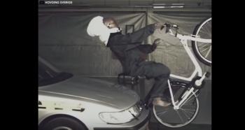 أول وسادة هوائية لحماية راكبي الدراجات (فيديو)