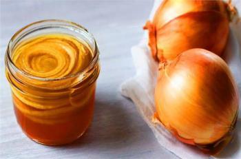 عصير البصل بالعسل  ..  مشروب سحري لعلاج هذه المشكلة