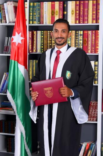 خلف صقر الياصجين ..  مبارك التخرج