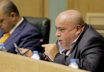 عطية يطالب بدعم سائقي السفريات الخارجية