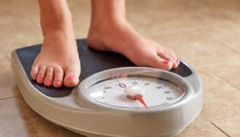 العمل من المنزل يهدد بزيادة الوزن