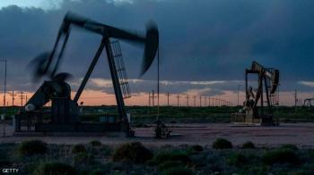 النفط يصعد بعد هبوط المخزونات الأميركية