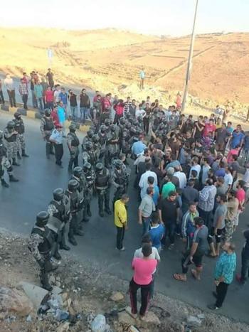 شغب في مزار اربد بعد وفاة 3 اشخاص بتدهور مركبة