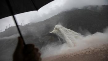انهيار سدين شمالي الصين بعد أمطار غزيرة (فيديو)