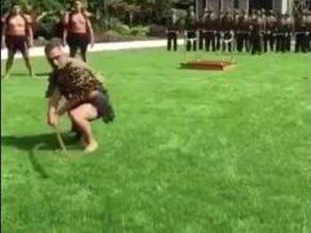 كيف استقبلت  نيوزيلندا سفير الكويت لديها (فيديو)