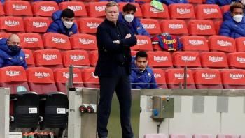تقرير: إدارة برشلونة تخطط لإقالة كومان حتى لو فاز بـالليغا