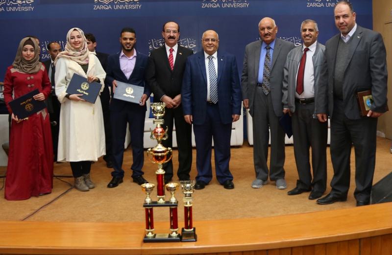 تكريم المتفوقين من طلبة الزرقاء ورياض ومدارس الجامعة
