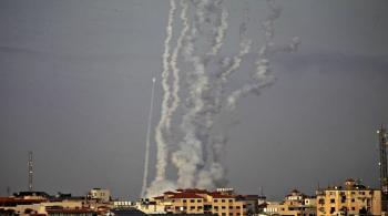 مقتل إسرائيليتين ..  واستهداف أسدود وعسقلان بـ 137 صاروخا