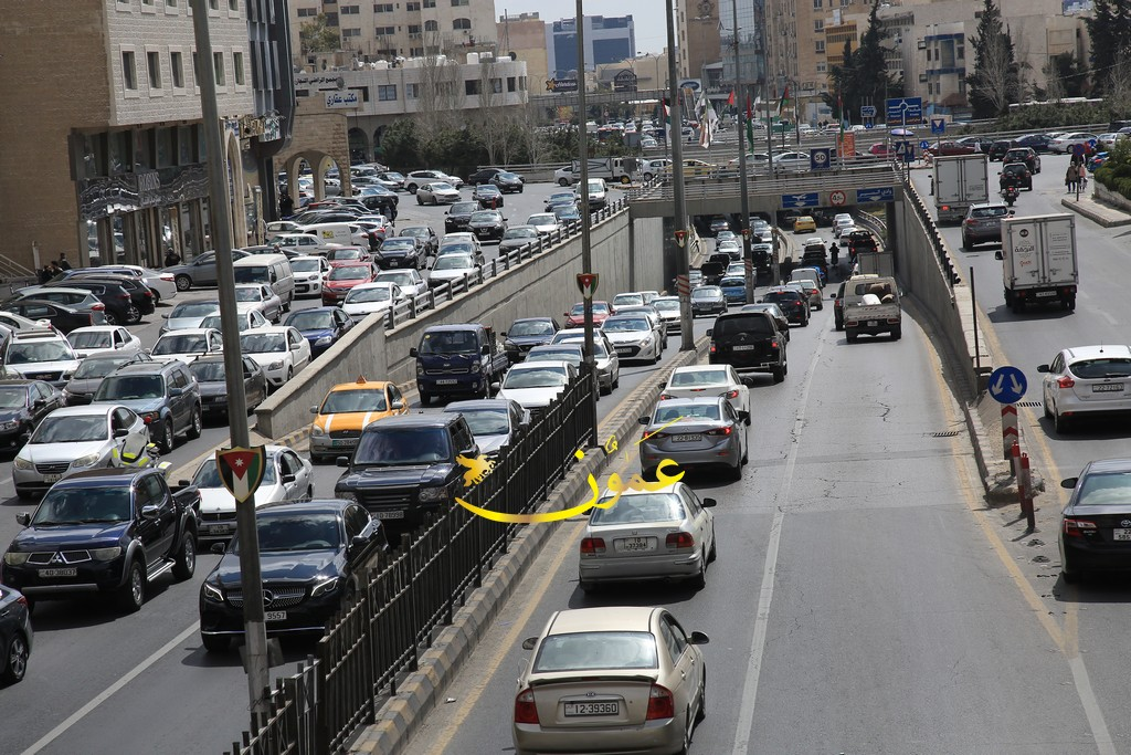 ازدحامات مرورية خانقة في عمّان (صور)