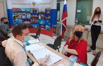 روسيون في الأردن يشاركون باستفتاء دستور بلادهم