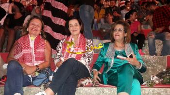 والدة الملكة رانيا في مهرجان جرش