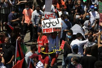 أردنيون من أمام المسجد الحسيني: الشعب يريد تحرير فلسطين (فيديو، صور)