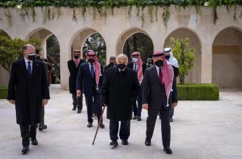 لماذا اختلف لباس الملك في صرح الشهيد عن زيارة الاضرحة؟ ..  مصدر يوضح