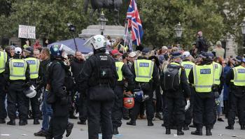 بريطانيا: توقيف 10 أشخاص في احتجاج على إجراءات العزل