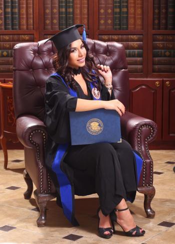 فرح ناصر  .. مبارك التخرج من الجامعة الأمريكية