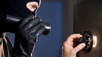 سرقة 30 ألف دينار من قاصة محطة وقود في عمان