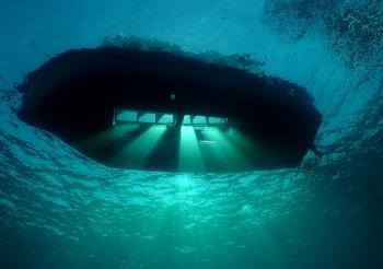 اربعينية تطعن عشرينيا وتقتل نفسها على متن قارب زجاجي في العقبة