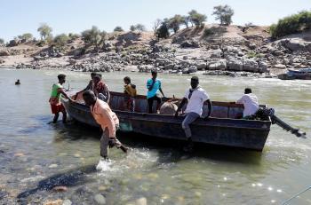بينهم مسؤولون أمنيون ..  مصرع 5 سودانيين في غرق عبارة