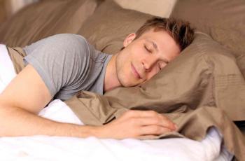 أطعمة تساعدك للخلود في نوم هانئ
