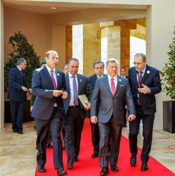 الملك يقيم مأدبة غداء تكريما للقادة العرب ورؤساء وأعضاء الوفود
