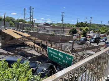 انهيار جسر للمشاة في واشنطن