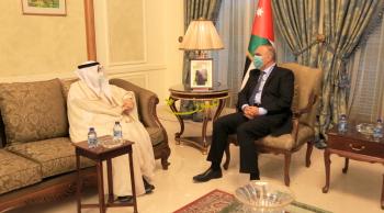 الخصاونة يلتقي السفير الكويتي ويبحثان تعزيز العلاقات