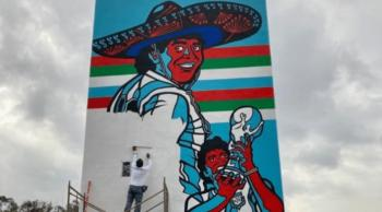 جدارية في أزتيكا المكسيكي تخليداً لهدف مارادونا التاريخي