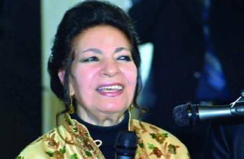 وفاة الشاعرة العراقية لميعة عباس عن 92 عاماً