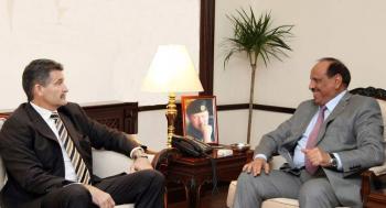 وزير الداخلية يلتقي السفير الكندي