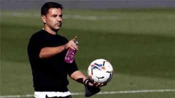 هويسكا الإسباني يعلن إقالة مدربه