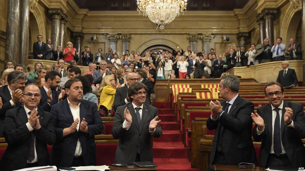 الشيوخ الإسباني يقر حكم مباشر لكتالونيا