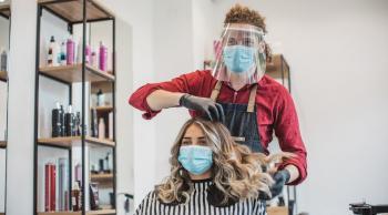 قص الشعر وطلاء الأظافر ..  هل هي آمنة في ظل كورونا؟