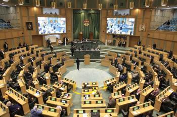 الصحة النيابية تواصل مناقشة مشروع قانون معدل لقانون مهنة القبالة